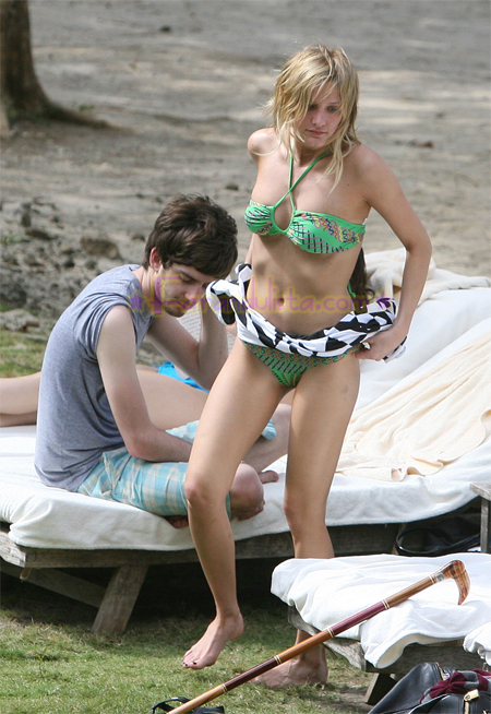 ashlee-simpson-peter-wentz-bikini-pics-04.jpg