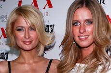 Paris y Nicky Hilton en el Club Lax