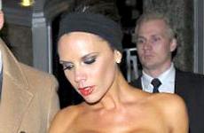 Victoria Beckham celebro con el peor de sus looks