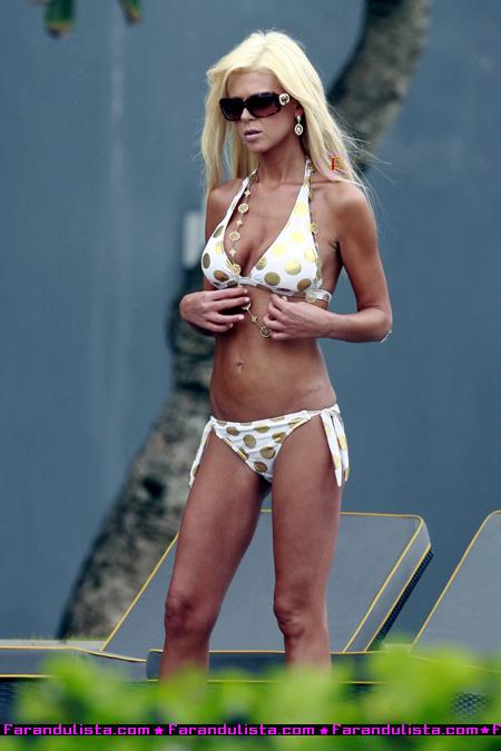 tara-reid-bali-bikini-photoshoot-02.jpg