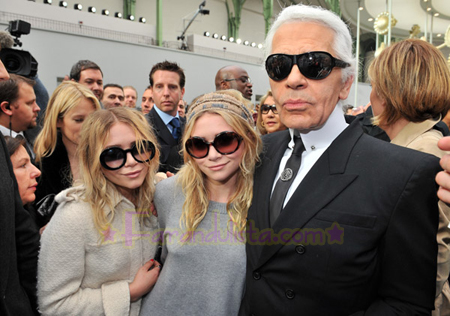 ashley-mary-kate-olsen-chanel-fashion-show-02.jpg