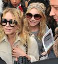 ashley-mary-kate-olsen-chanel-fashion-show-05.jpg