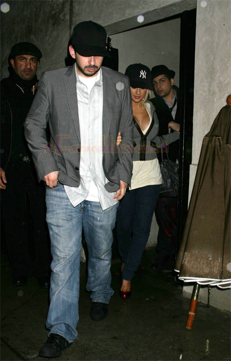 christina_aguilera-_at_club_villa_on_sunday_huge_cleavage_01.jpg