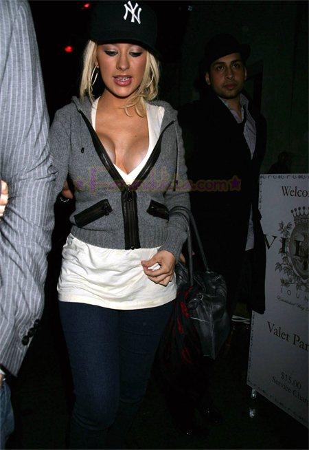 christina_aguilera-_at_club_villa_on_sunday_huge_cleavage_04.jpg