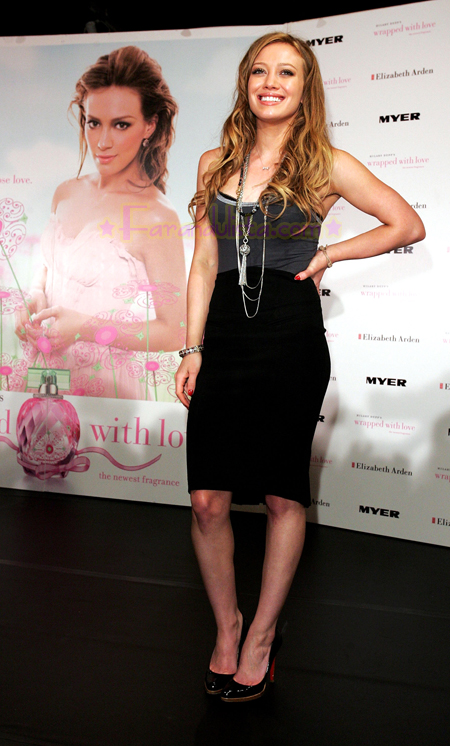 hilary-duff-lauches-her-new-fragance-in-australia-01.jpg