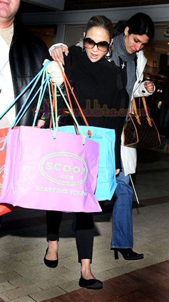 jennifer-lopez-shopping-01.jpg