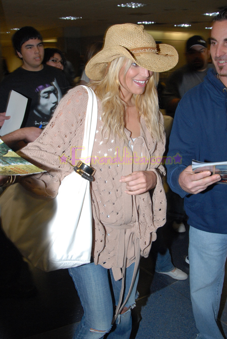 jessica-simpson-at-lax-airport-03.jpg