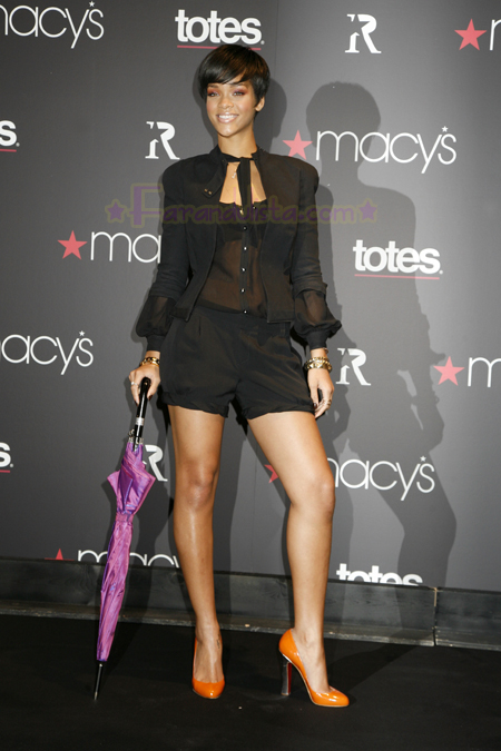 rihanna-at-the-launch-of-her-umbrellas-for-totes-at-macys-04.jpg