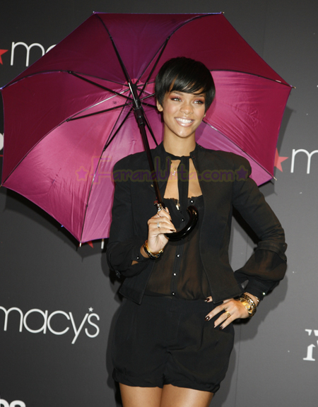 rihanna-at-the-launch-of-her-umbrellas-for-totes-at-macys-05.jpg