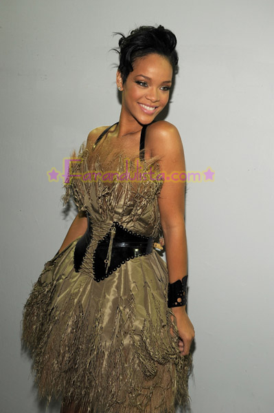 rihanna-performance-dress.jpg