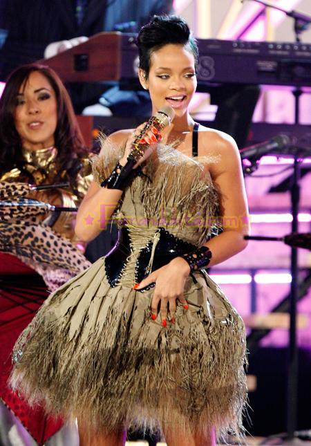 rihanna_50th_annual_grammy_awards_show_02.jpg