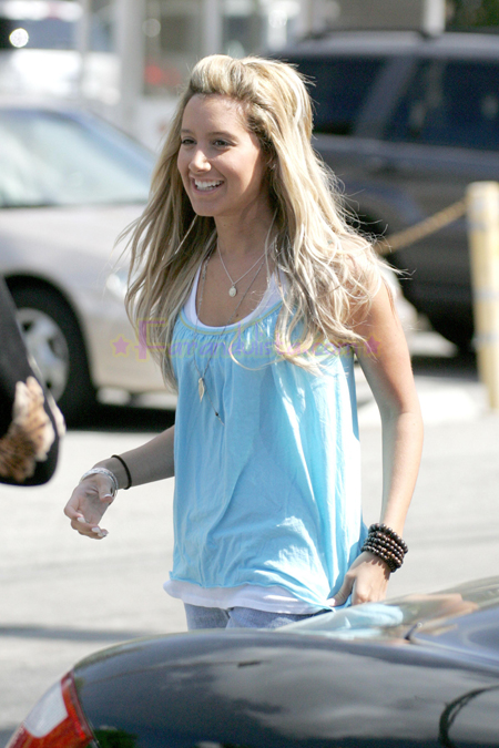 ashley-tisdale-candids-brentwood-05.jpg