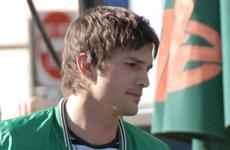 Ashton Kutcher engaño a los paps y a E! en su show Pop Fiction