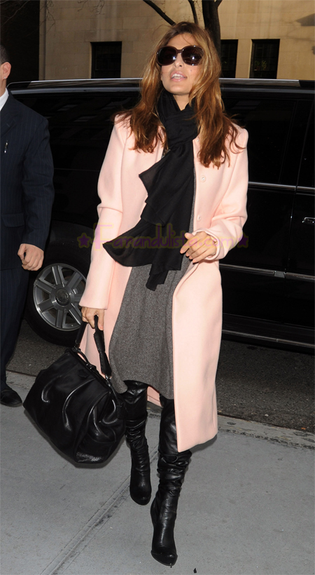 eva_mendes_arrives_at_her_midtown_hotel_in_new_york_city-01.jpg