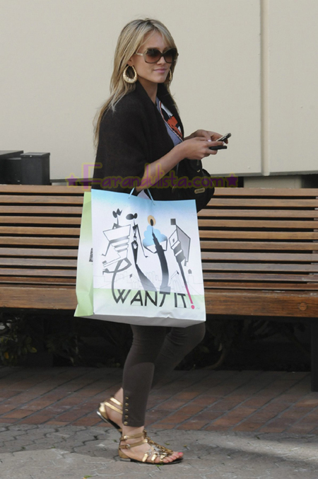 hilary-duff-shopping-for-her-boyfriend-01.jpg