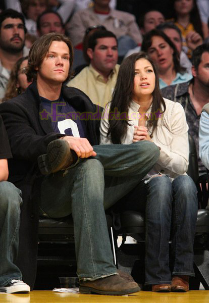 jared-padalecki-and-girlfriend-sandra-mccoy-lakers-maverick-la-02.jpg