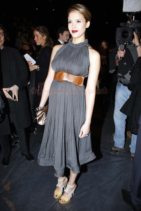 jessica-alba-attends-the-lavin-fashion-show-01.jpg
