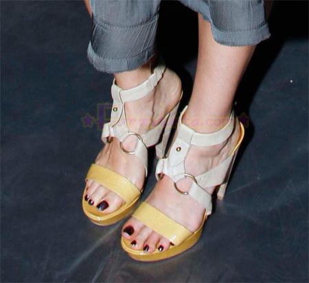 jessica-alba-attends-the-lavin-fashion-show-04.jpg