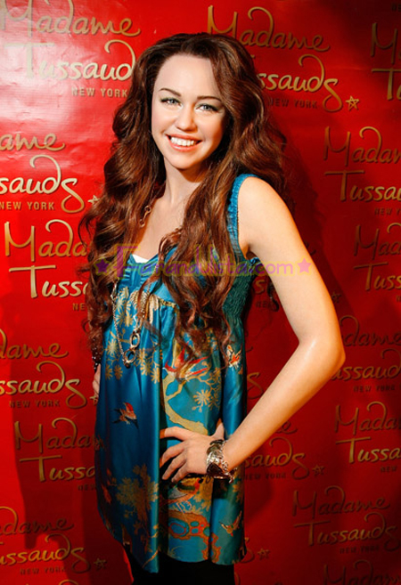 miley-cyrus-wax-figure-06.jpg