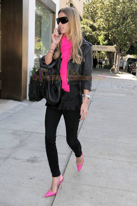 nicky-hilton-shopping-melrose-avenue-02.jpg