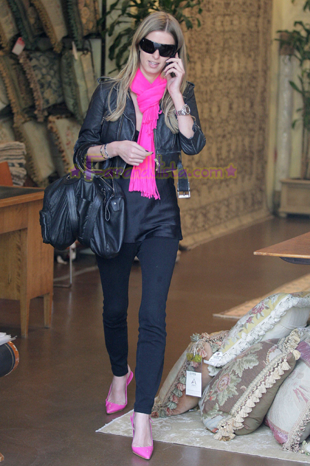 nicky-hilton-shopping-melrose-avenue-04.jpg