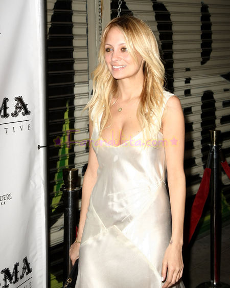 nicole-richie-at-launch-dcma-collective-store-04.jpg
