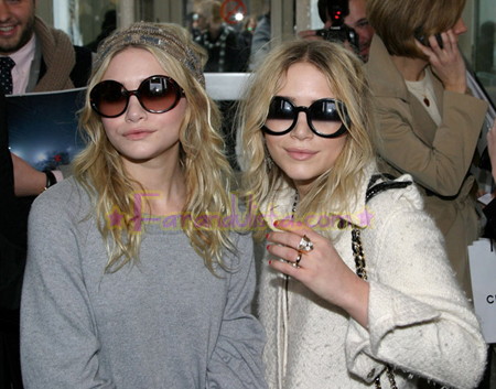 olsen-twins-paris-fashion-week-chanel.jpg