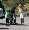 pamela-anderson-and-her-children-in-malibu-02.jpg
