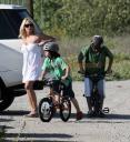 pamela-anderson-and-her-children-in-malibu-04.jpg