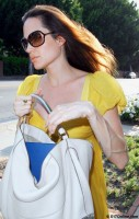 angelina-jolie-yelow-dress-01.jpg