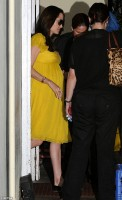 angelina-jolie-yelow-dress-03.jpg