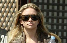 Ashley Olsen y su recien lavado y secado cabello en Beverly Hills