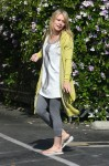 hilary-duff-walking-around-hollywood-05.jpg