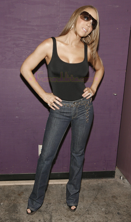 maria-carey-idol-gives-back-backstage-01.jpg