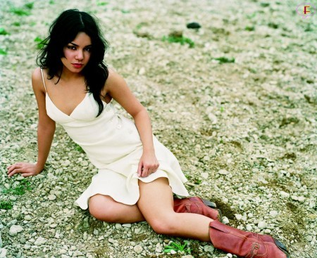 vanassa-hudgens-gq-photos-01.jpg