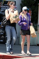 avril-shopping-wh-01.jpg