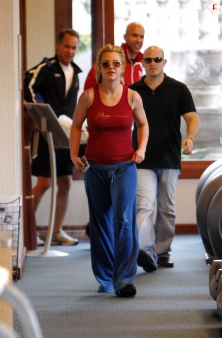 britney_spears_at_ballys_gym_in_hollywood.jpg