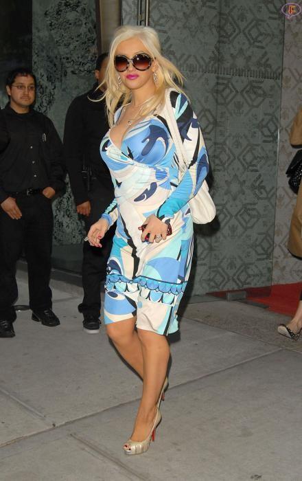 christina-aguilera-blue-dress-02.jpg
