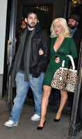 christina_aguilera_leaving_the_soho_grand_hotel_in_new_york_city-03.jpg