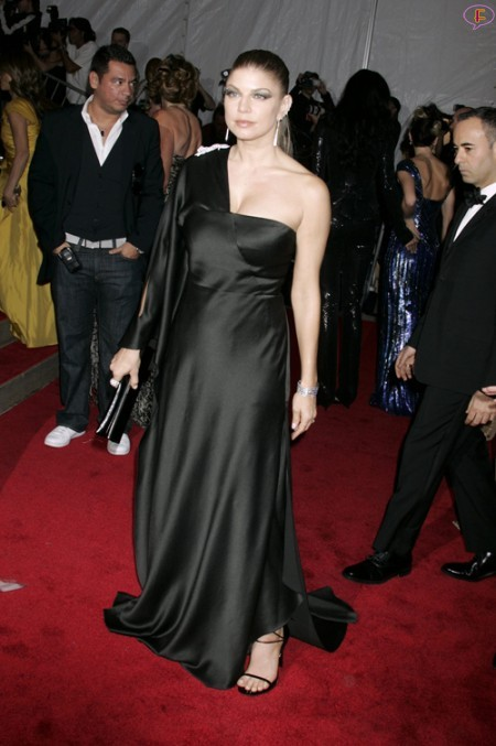 fergie-metropolitan_museum_of_art_costume_institute_gala_departures-01.jpg
