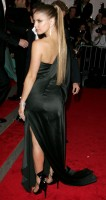 fergie-metropolitan_museum_of_art_costume_institute_gala_departures-4.jpg