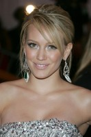 hilary_duff_and_fergie-metropolitan_museum_of_art_costume_institute_gala_departures-2.jpg