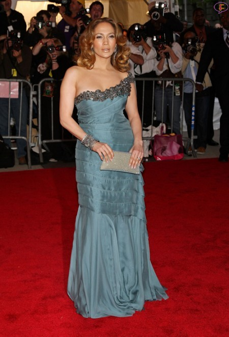 jennifer_lopez-metropolitan_museum_of_art_costume_institute_gala_arrivals-01.jpg