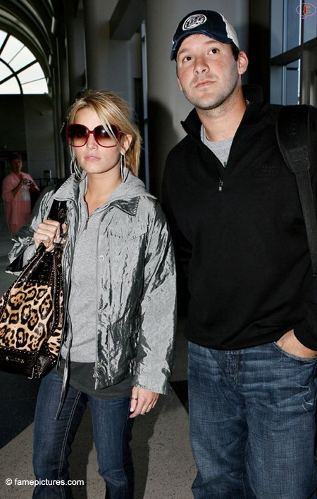 jessica-simpson-and-tony-romo-airport.jpg