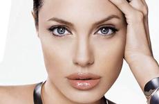 Reemplazan a Angelina Jolie como imagen Shiseido