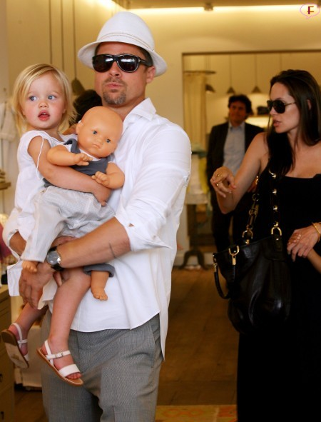angelina_jolie_and_brad_pitt_shopping_in_cannes-3.jpg
