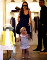 angelina_jolie_and_brad_pitt_shopping_in_cannes-4.jpg