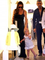 angelina_jolie_and_brad_pitt_shopping_in_cannes-6.jpg