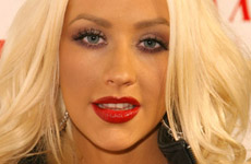 Christina Aguilera le dara pecho a Max hasta los 24 meses
