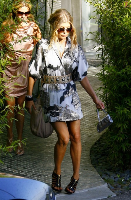 fergie_leaving_her_house_in_brentwood_01.jpg